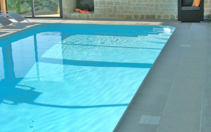 Plongez dans la piscine chauffée de votre location en Bretagne