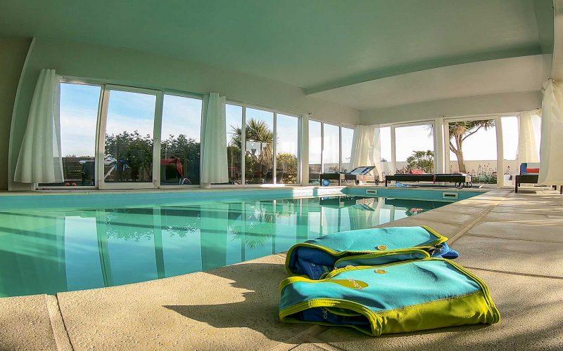 location avec piscine intérieure en Bretagne