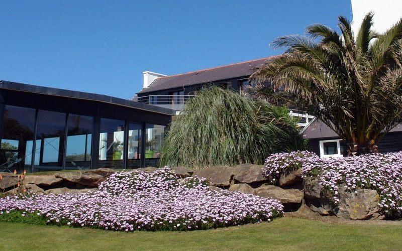 location villas bretagne séjour vacances piscine jardin palmier