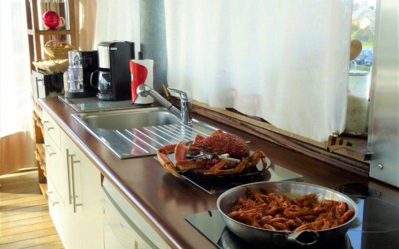 cuisine vue mer villa Mélanie Bretagne Moguériec